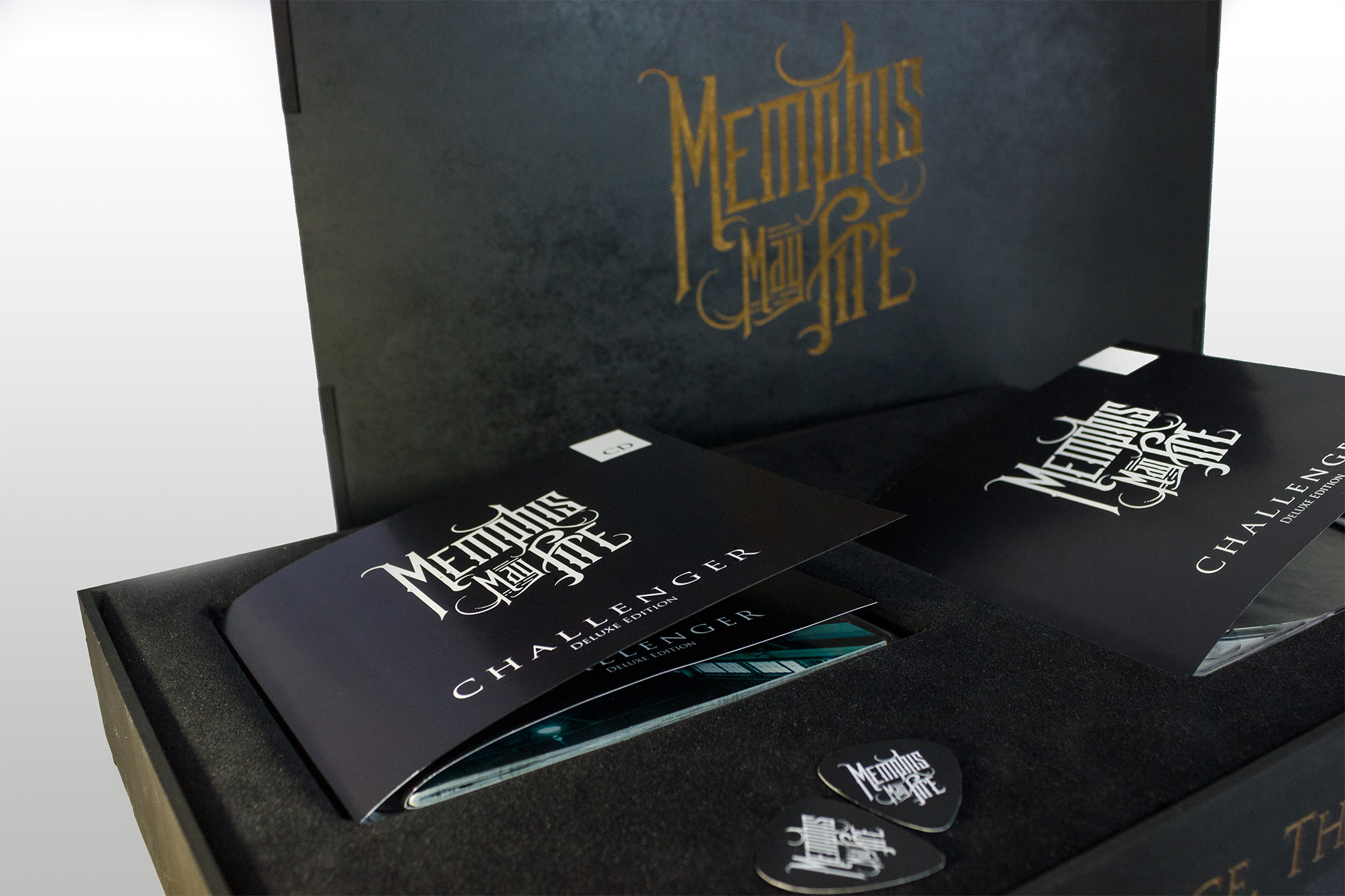 raniev-rod-alvarez-diseño-gráfico-queretaro-memphis-may-fire-1-packaging